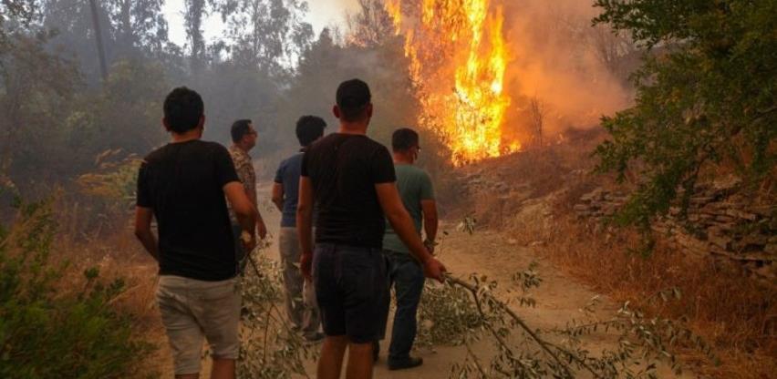 I EU šalje pomoć Turskoj u gašenju požara