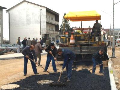 Otvorene ponude za sanaciju lokalnih cesta i asfaltiranje u MZ