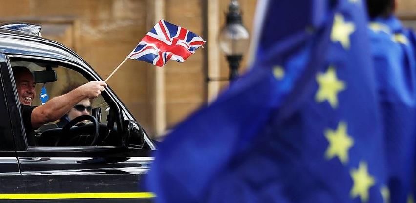 Tri i pol milijuna građana EU-a podnijelo zahtjev za ostankom u Velikoj Britanij