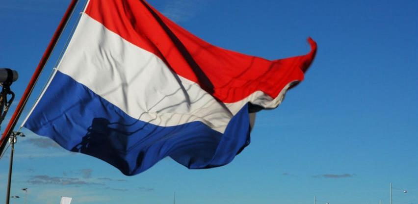 Ukida se naziv Holandija, od sada u službenoj upotrebi samo Nizozemska