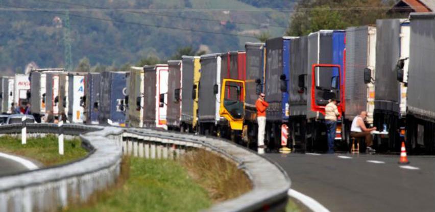Špediteri i prevoznici odustali od blokade i čekaju dogovor sa UIO