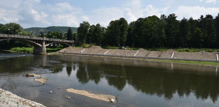 U toku radovi na uređenju desne obale rijeke Bosne u Visokom