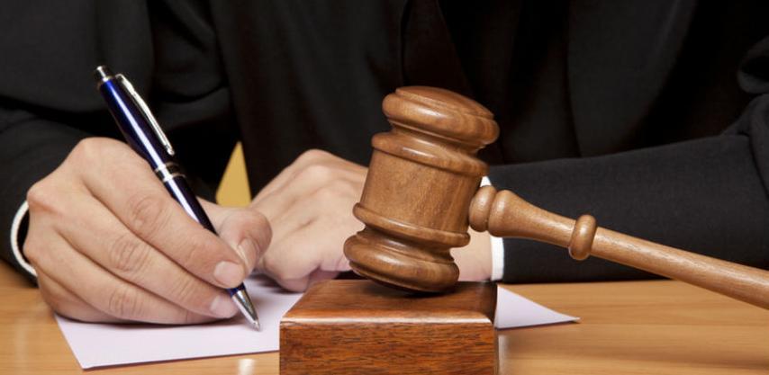 Vlada angažuje advokate: Državni službenici nisu sposobni voditi sudske sporove