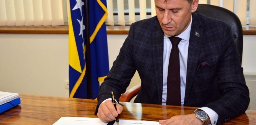 """Potpisan Prijedlog """"korona zakona"""", upućen u hitnu parlamentarnu proceduru"""