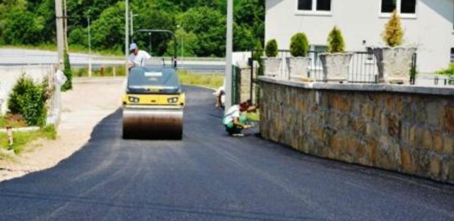 Ame iz Breze angažovan na poslovima asfaltiranja puta u ulici Krivoglavci II