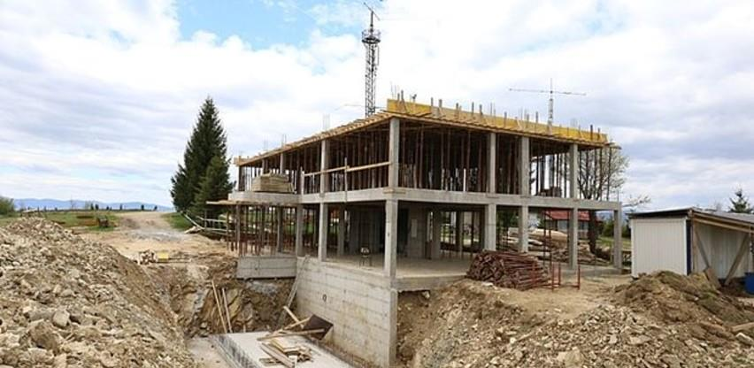 Napreduju radovi na izgradnji Eko kuće Smetovi