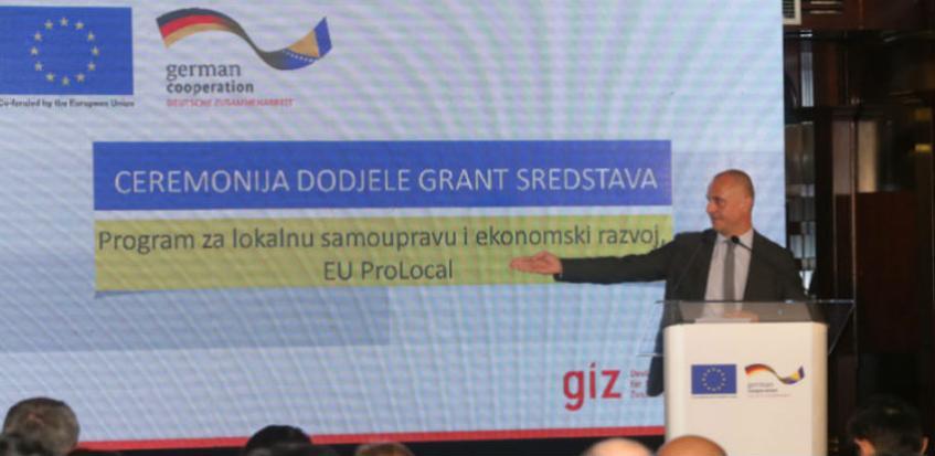 Preduzećima i opštinama u BiH dodijeljen prvi od planiranih 13 miliona eura