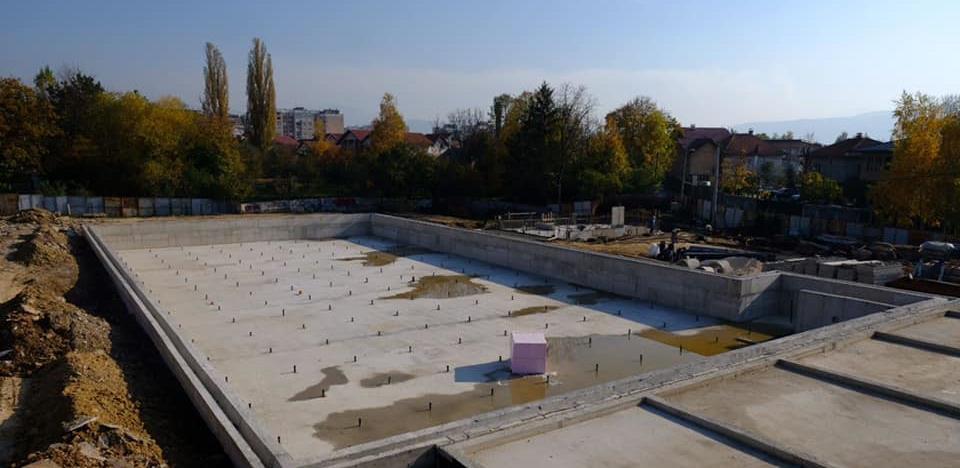 Intezivirani radovi na izgradnji bazena na Dobrinji (Foto)