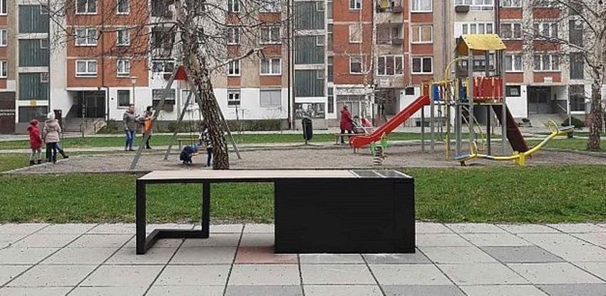 U Zenici počelo postavljanje solarnih klupa