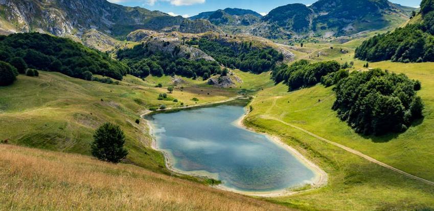 Na Sutjesci niče nastavna baza studentima i naučnicima