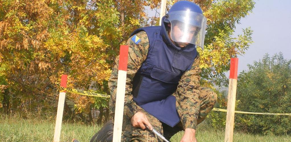 Prijetnja za sigurnost građana: Oružane snage BiH obustavile deminiranje