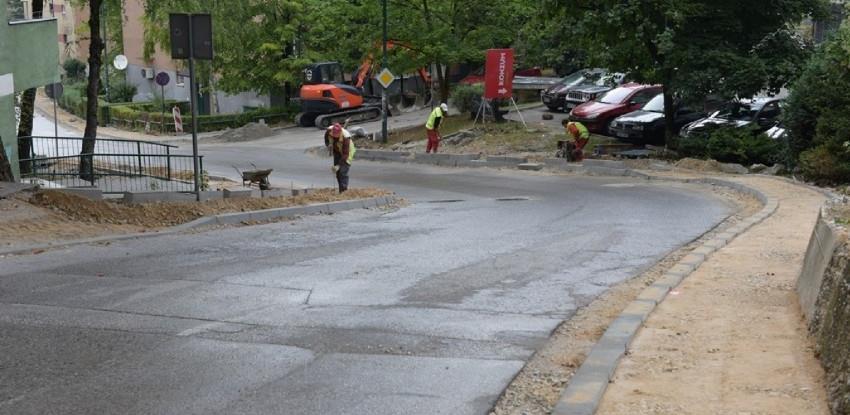 Sanacija saobraćajnice i trotoara u ulici Zaima Šarca