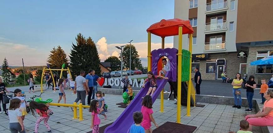 Sokolac: Najmlađi sugrađani dobili novi kutak za igru