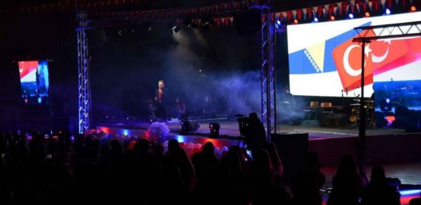 """Brojni učesnici na sedmoj manifestaciji """"Noć tursko-bosanskog prijateljstva"""""""