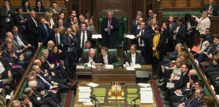 Donji dom usvojio nacrt zakona da zemlja ne može napustiti EU bez sporazuma