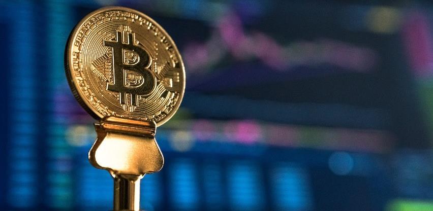 Tesla povlači kočnicu, više ne prihvaća bitcoine