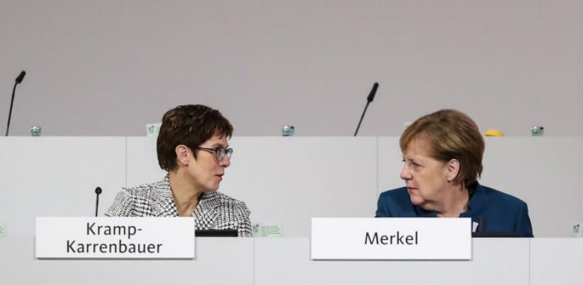 Njemačka kancelarka Angela Merkel stala u zaštitu svoje nasljednice