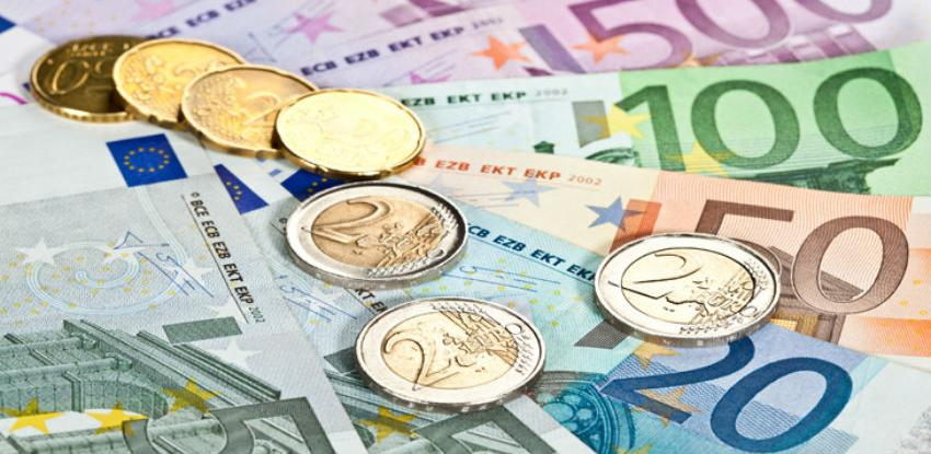 Euro pod pritiskom slabljenja ekonomije eurozone