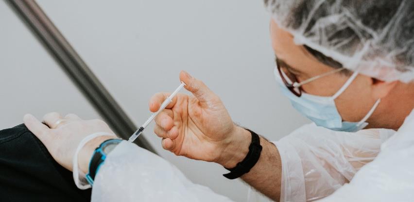 Sutra u Zetri revakcinacija građana koji su prvu dozu Pfizer vakcine primili 01. juna