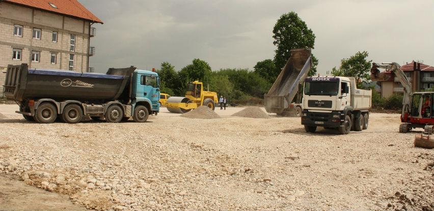 Počela izgradnja parking prostora kod Srednjoškolskog centra u Živinicama