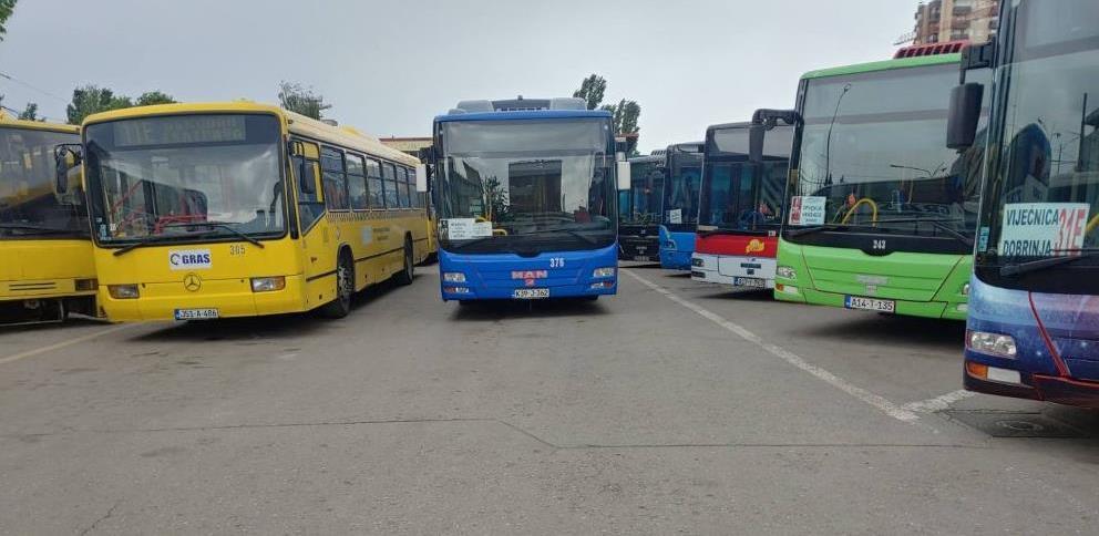 Radnici GRAS-a bez plata, vozila nisu registrovana