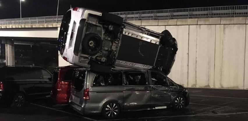 Bivši radnik iz osvete demolirao 50 novih vozila Mercedesa