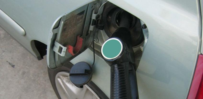 Federalnom ministarstvu trgovine stiglo oko 400 zahtjeva za pojeftinje goriva