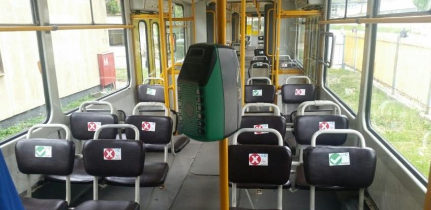 Dezinfekcija vozila javnog prijevoza i obilježena sjedišta zbog razmaka putnika