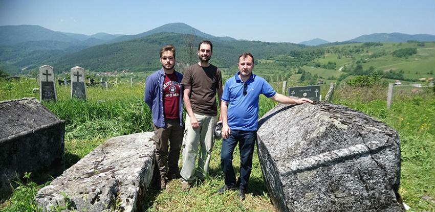 Ugledni španski arheolog dr. Bendicho posjetio nekropolu stećaka na Oseniku