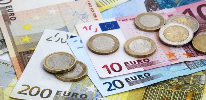 """Euro """"puni"""" 20 godina: Div na klimavim nogama"""