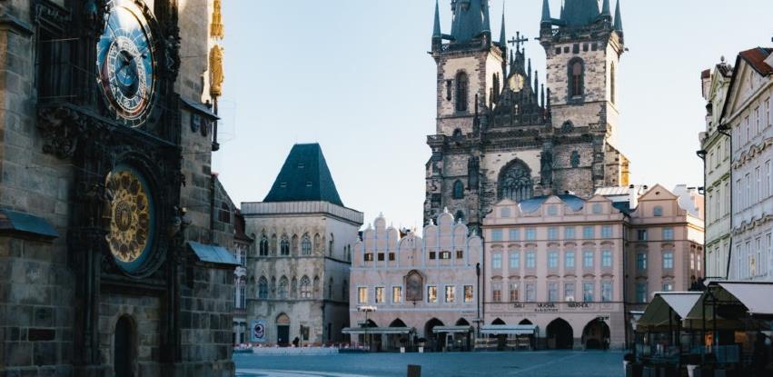 Češka uvodi strogi lockdown, 5.000 vojnika će pomagati policiji u nadzoru