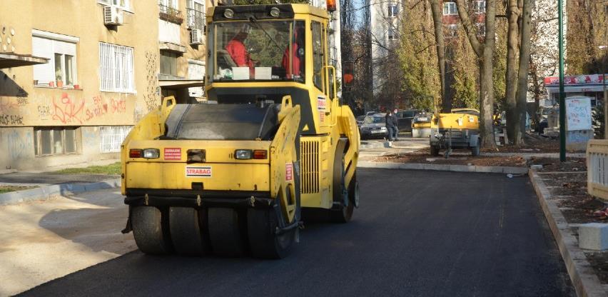 U Grbavičkoj ulici asfaltiranje i postavljanje rekvizita u dječijem parku