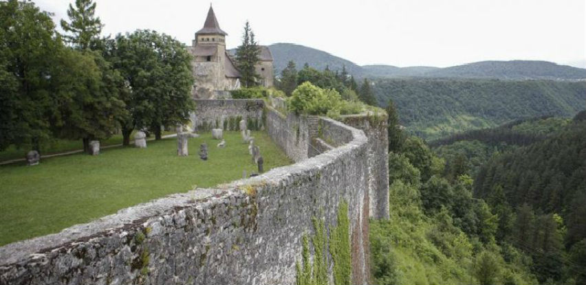 Cazin nastavlja ulaganja u rekonstrukciju kompleksa Stari grad Ostrožac