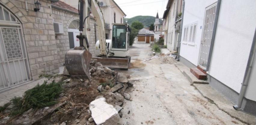 Nastavlja se popločavanje starog grada u Trebinju