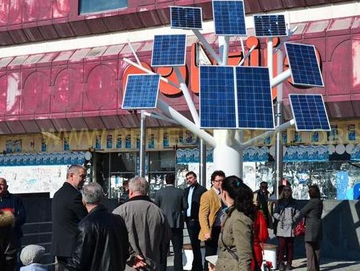 Puni mobitele i laptopte: BiH dobila prvo solarno drvo