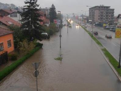 U Banjoj Luci poplavljeno više od 240 objekata i 60 ugroženo od klizišta
