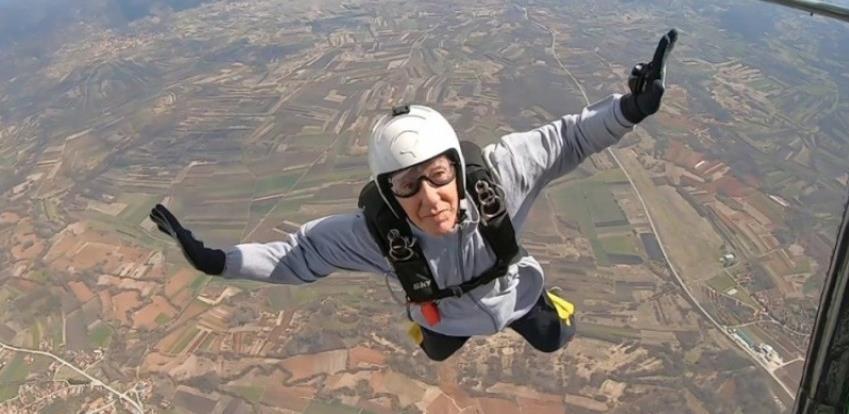 Tuzlak u devetoj deceniji najstariji padobranac u Evropi