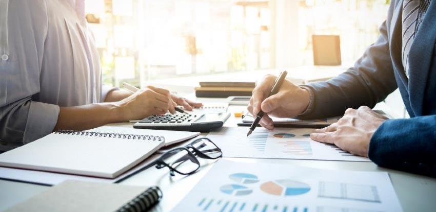 PU FBiH: Oko 10 posto više ubranih direktnih poreza i 11.000 više zaposlenih u FBiH