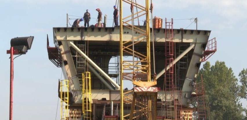 Počelo spajanje dva stuba novog mosta preko Save kod Gradiške