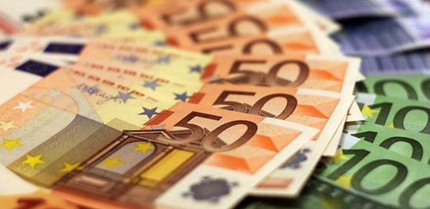 Euro blago oslabio uoči ECB-ove sjednice