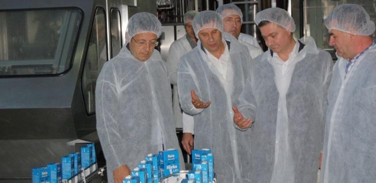Premijeri posjetili tvornice i razgovarali s privrednicima u Gradačcu