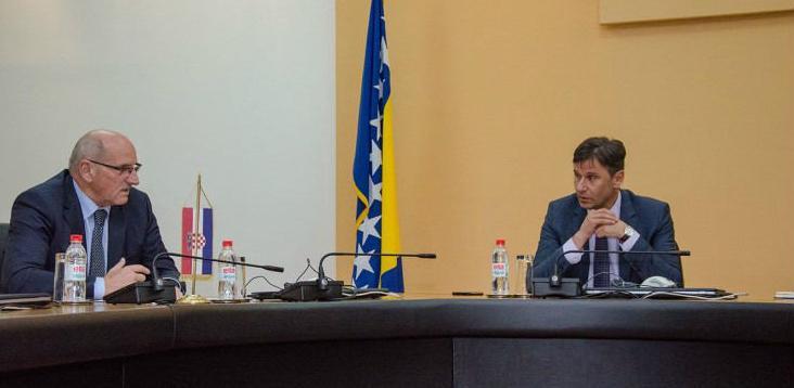 Federalni premijer Fadil Novalić održao je jučer u Sarajevu prvi zvanični sastanak s predstavnicima kompanija u BiH koje su u vlasništvu Agrokora.