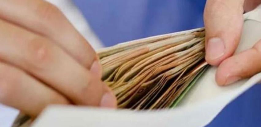 Prosječna novembarska neto plata u RS 917 KM