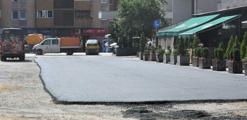 U toku asfaltiranje saobraćajnice u ulici Trga heroja