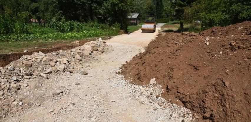 Započeli radovi na izgradnji sekundarne saobraćajnice na grobljima Visoko