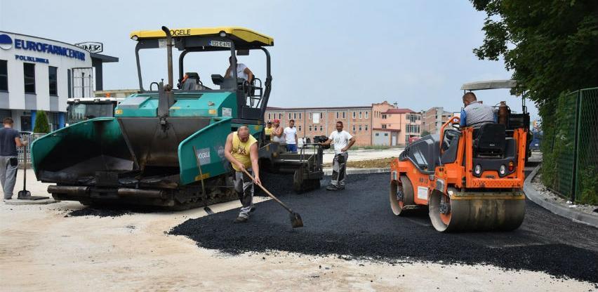 U industrijskoj zoni Ozrakovići u toku je asfaltiranje
