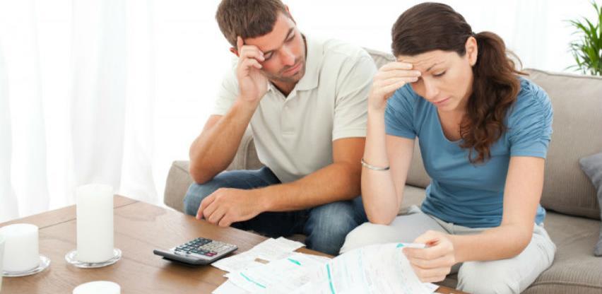 Dok životni standard pada: Povećane kamate na kredite za stanovništvo