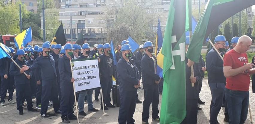 Okončani mirni protesti komorata ispred zgrade Vlade FBiH