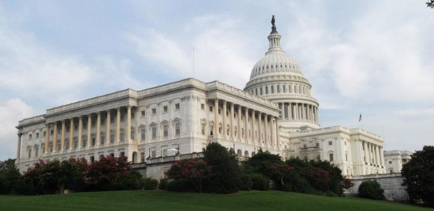 SAD smanjile kamate i pokrenule stimulativni program od 700 milijardi dolara