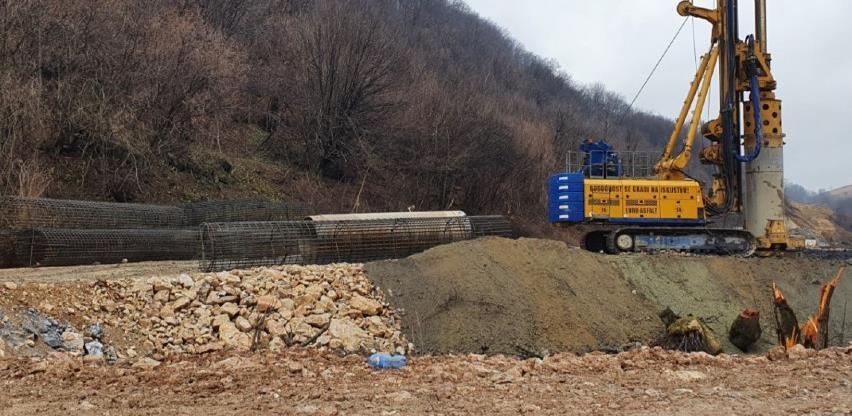 Autoput ide dalje, radnici na gradilištu u Tarčinu